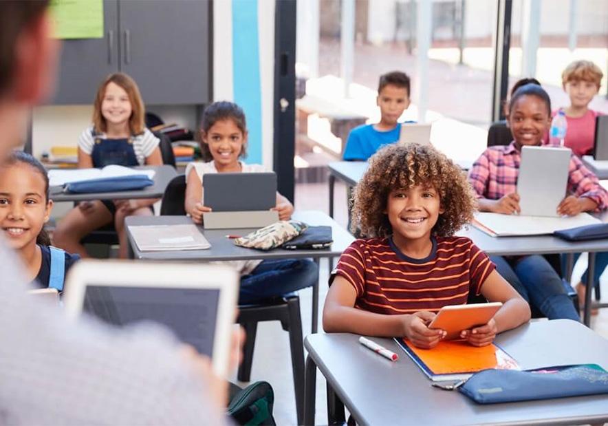 教育机构名字-有创意的-教室-外国学生-中国千亿国际娱乐qy8vip网